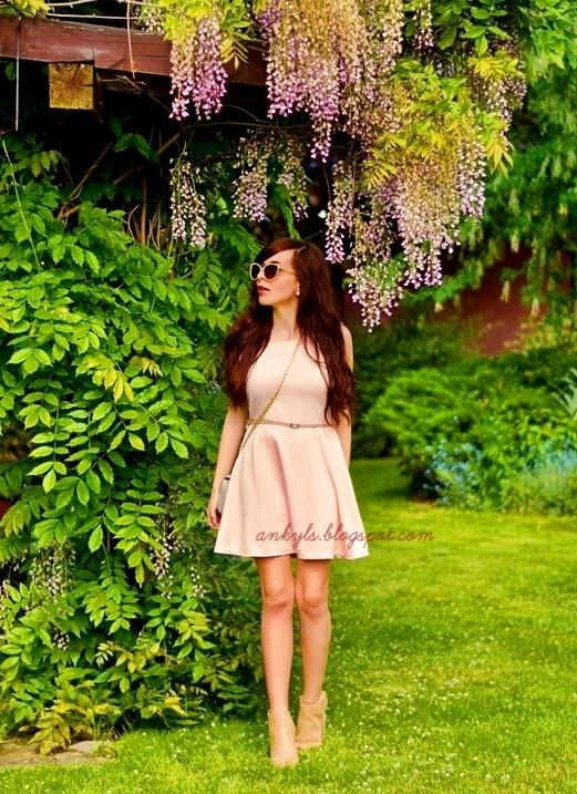 Blogerek pudrowa sukienka