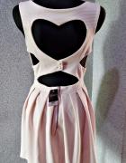sukienka rozkloszowana serce na plecach...