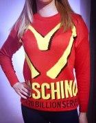 Czerwony sweter moshino