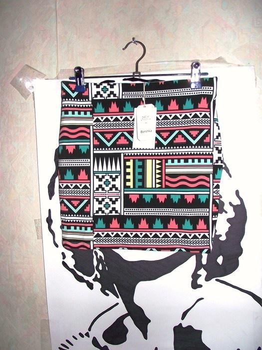 Spódnice Spodniczka we wzory azteckie BERSHKA rozm S