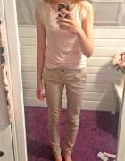Pudrowa bluzeczka nude spodnie
