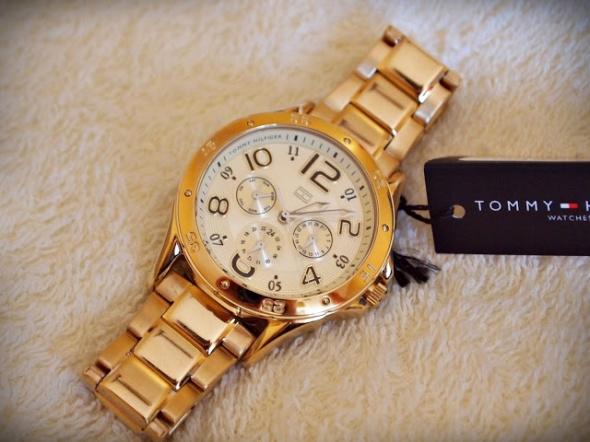 Złoty zegarek Tommy Hilfiger...