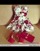 sukienka gorsetowa rozkloszowana kwiaty