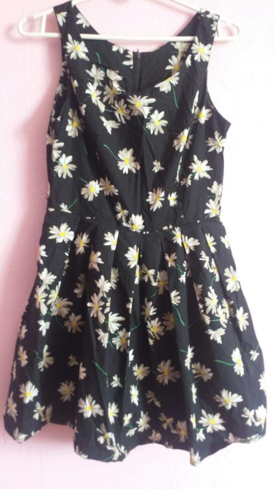 Czarna sukienka w stokrotki New Look w Suknie i sukienki