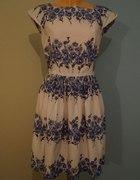 sukienka look kwiatowa biało niebieska
