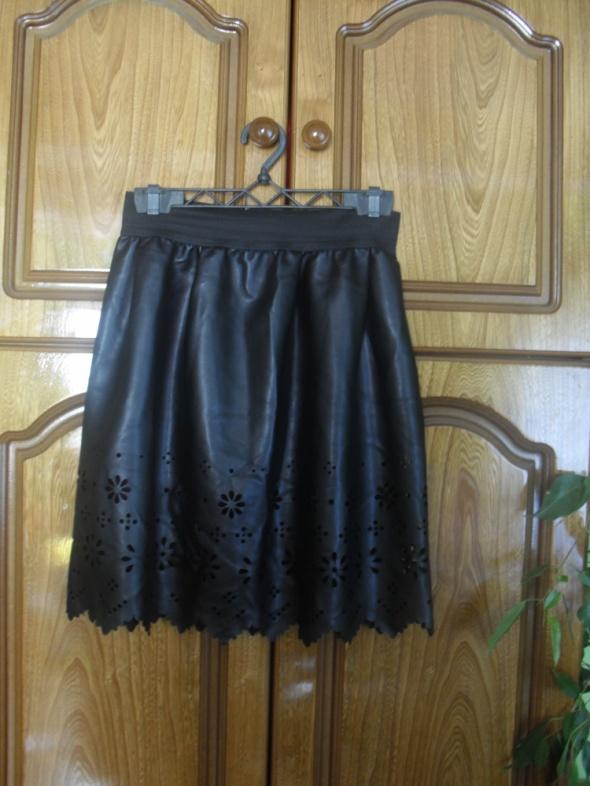 Spódnice Nowa czarna skórzana spódnica na gumie wycięcia wz