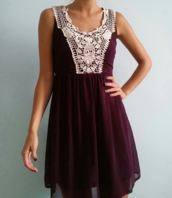 New Look zwiewna sukienka z haftem koronką...