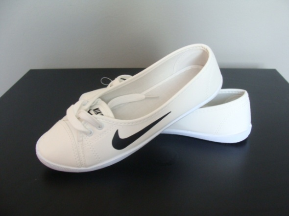 baletki nike białe