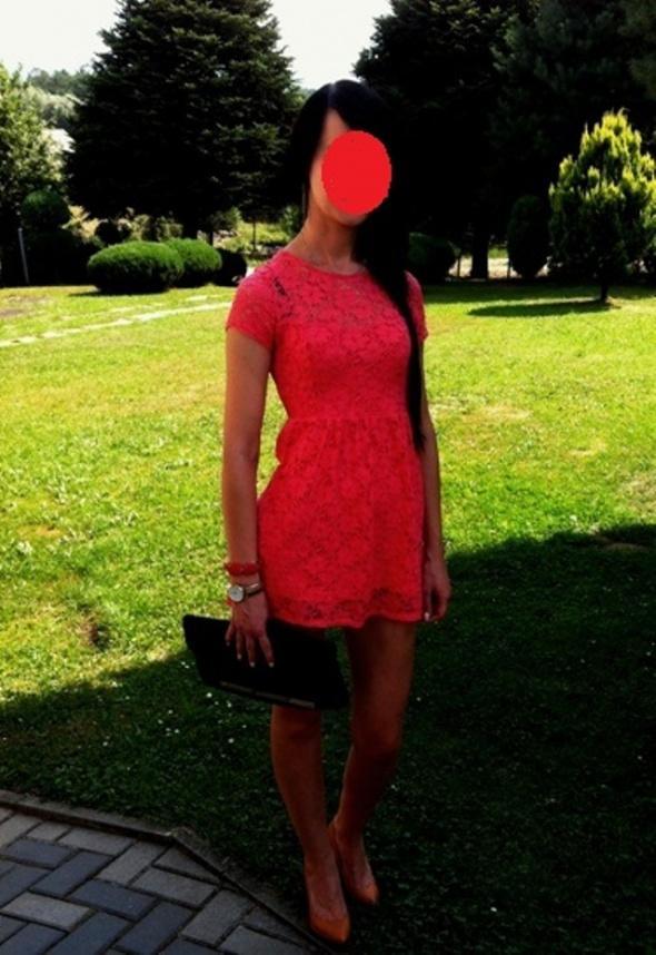 Na specjalne okazje koralowa koronkowa mini sukienka