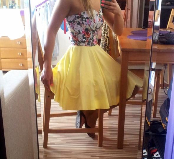 Ubrania rozkloszowana sukienka
