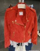 zamszowa czerwona kurtka