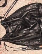Czarna torba worek z frędzlami