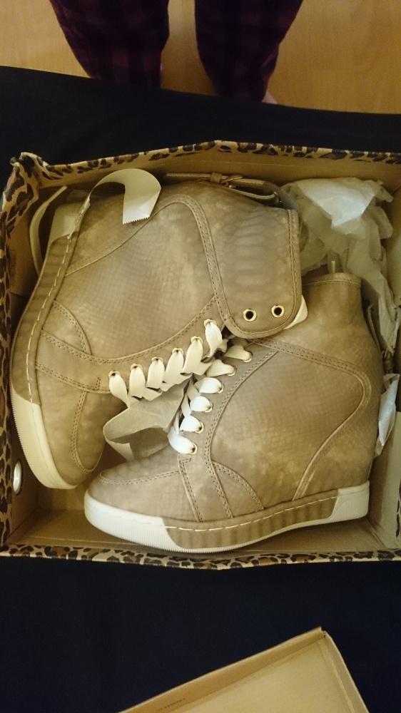 sneakersy wężowe