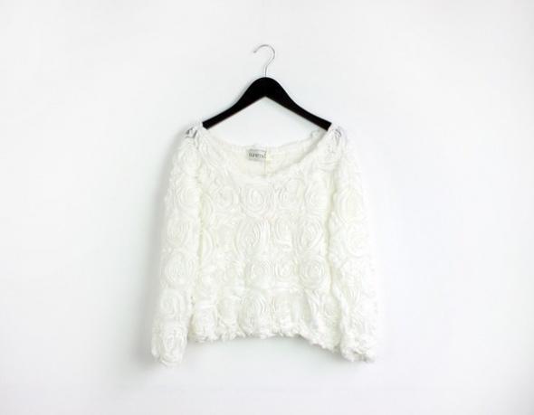 biały sweterek w róże XS S