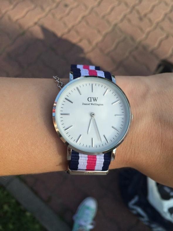 DW Zegarek różowy paski