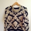 sweter w barokowe wzory