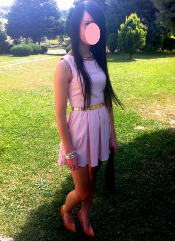 Na specjalne okazje pastelowa różowa mini sukienka