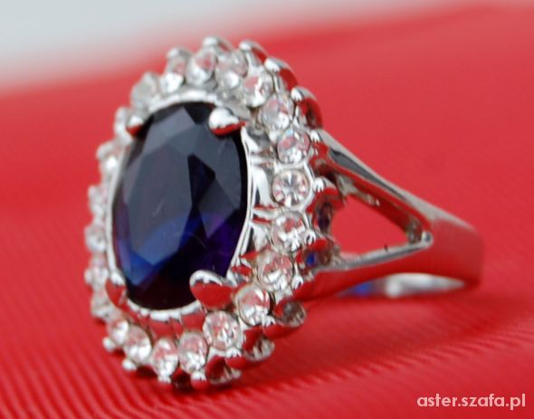 ładny pierścionek