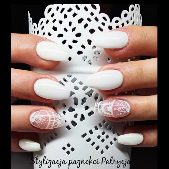 Fryzury Białe paznokcie