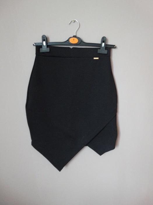Czarna asymetryczna spódnica Mohito XS w Spódnice Szafa.pl