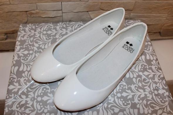 Nowe białe lakierowane balerinki 38...