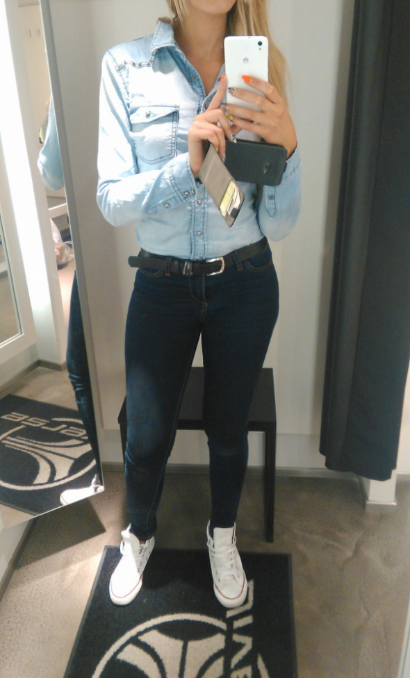 Do pracy koszula jeans i conversy