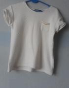 Biała pikowana bluzka z łańcuchem Atmosphere...