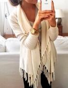 Sweterek z frędzlami
