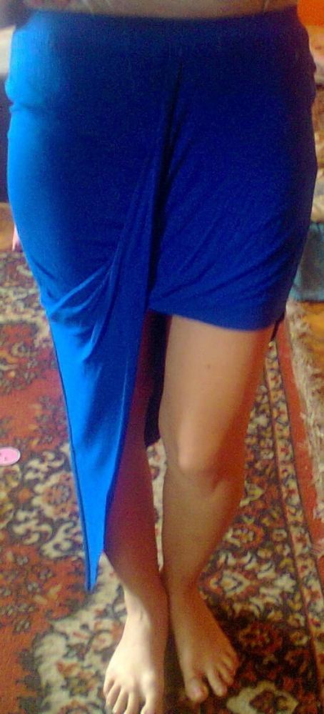 Kobaltowa asymetryczna spódnica