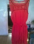 intensywnie czerwona plisowana sukienka