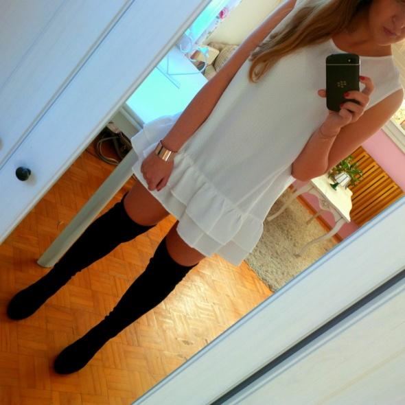 Mój styl Mała biała z falbanką