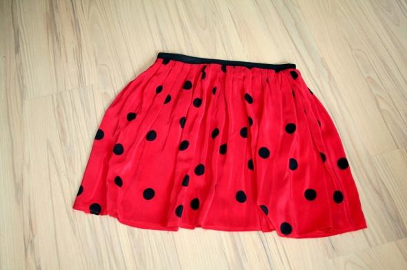 Spódnice Czerwona spódnica w grochy na gumce