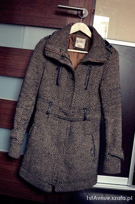 Piękny ciepły zimowy płaszcz