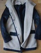 Only płaszcz z łączonych materiałów