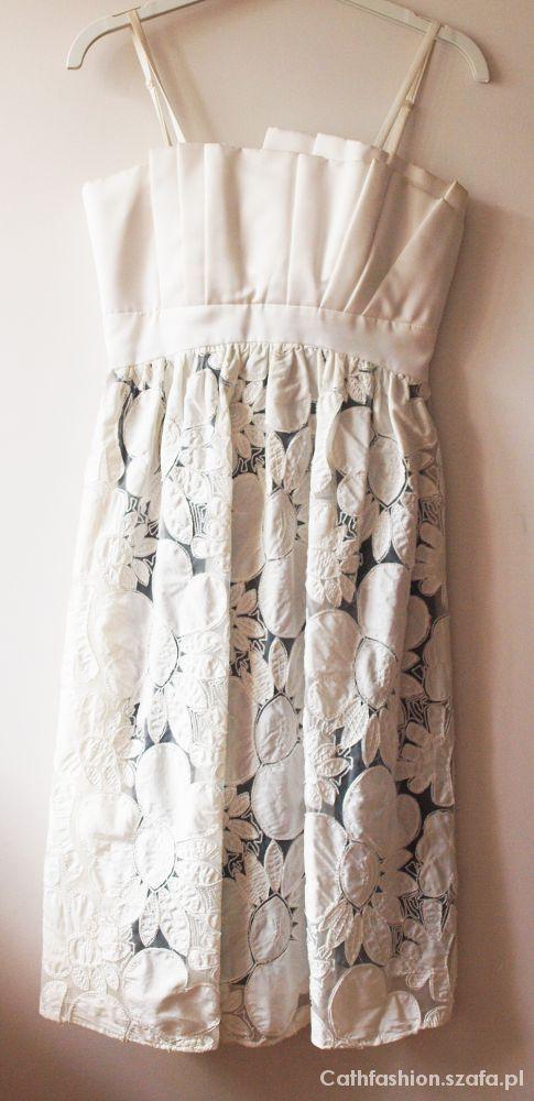 Suknie i sukienki Biała sukienka Monnari z kwiatowym tłoczeniem r34