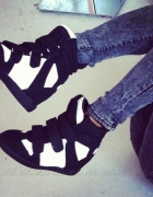 Sneakersy czarno białe rozmiar 39...