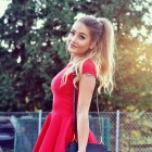Super stylizacja z czerwoną sukienką