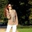 białe spodnie i grupy sweter