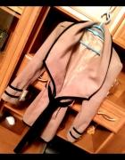 Taliowany Płaszcz GWIAZD Narzutka Victoria Beckham