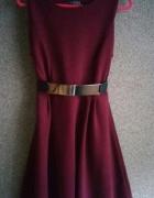 Rozkloszowana bordowa sukienka burgund atmosphere