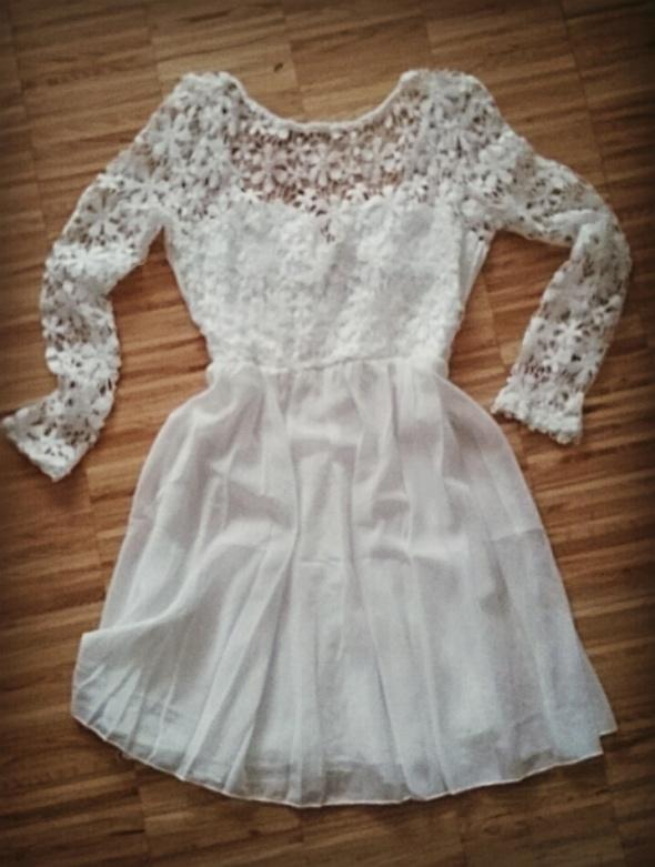 Biała sukienka z gipurą