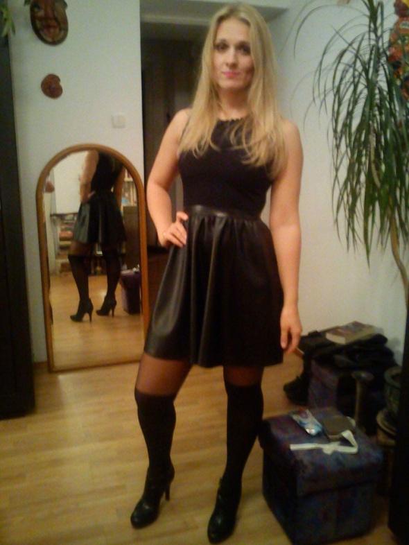 Wieczorowe Mała czarna blondi