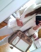 biały futrzak
