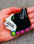 Koralikowa broszka kot rękodzieło handmade