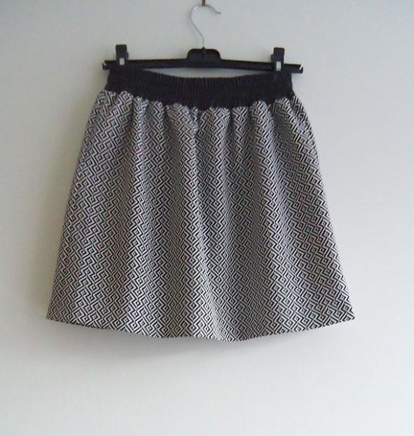 Spódnice spódnica rozkloszowana Reserved 36 38