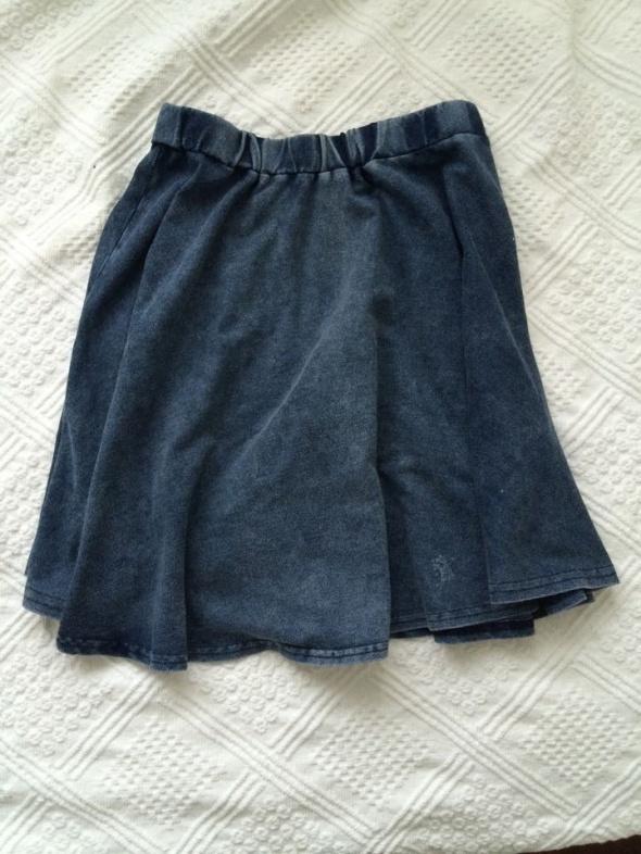 Spódnice Spódniczka jak jeansowa rozkloszowana NEW LOOK XS