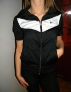 sportowa bluza Nike czarno biała