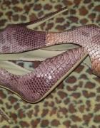 Wężowe szpilki DeeZee...