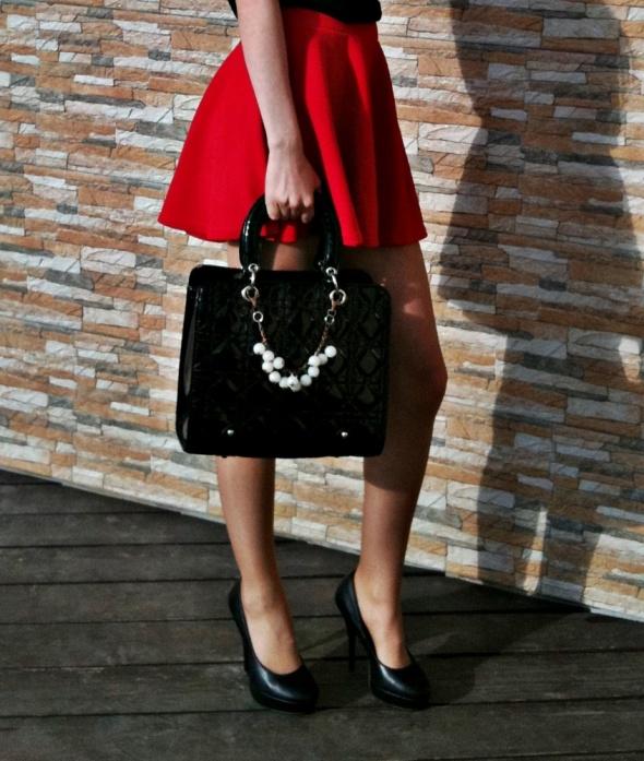 Blogerek Black red white