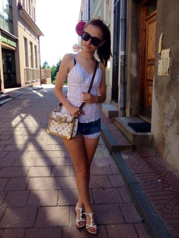 Blogerek Koronkowa bluzka i szorty